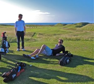 Golfers on Askernish No. 16
